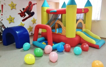 Надувной батут Игровой центр 4 в 1 Мини Замок (с шарами)