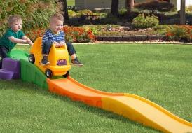 Горки для малышей от 1 до 2 лет прекрасно укрепляют и делают его более ловким